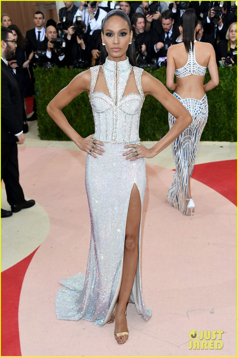 joan-smalls-jourdan-dunn-met-gala-2016-01