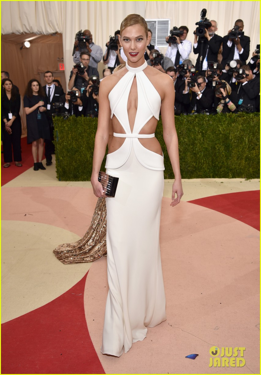 karlie-kloss-arrives-met-gala-01
