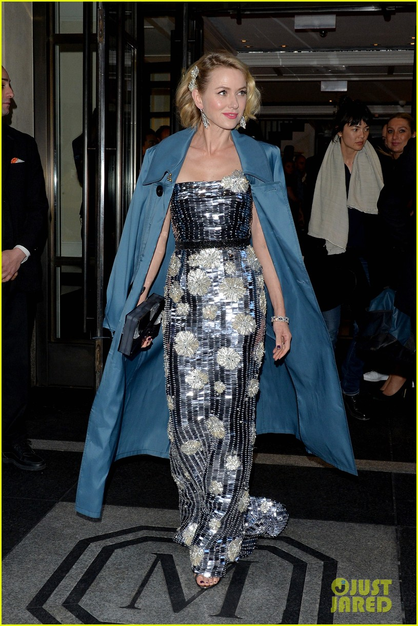 naomi-watts-arrives-met-gala-06